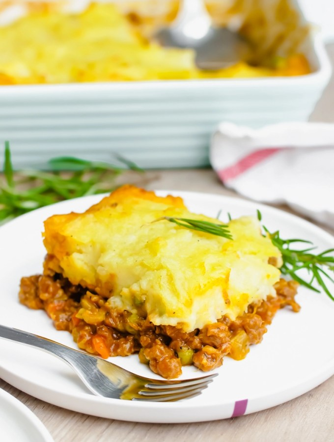 Easy Shepherd's Pie- A delicious shepherd's pie recipe complete with ground lamb or beef, and topped with mashed potatoes and butter