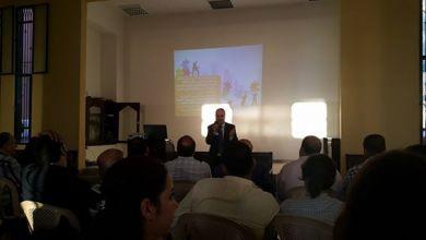 صورة د . عماد سيف الدين يحاضر في إدارة التغيير