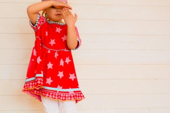 Ein lockers Sternen Kleid für den Sommer