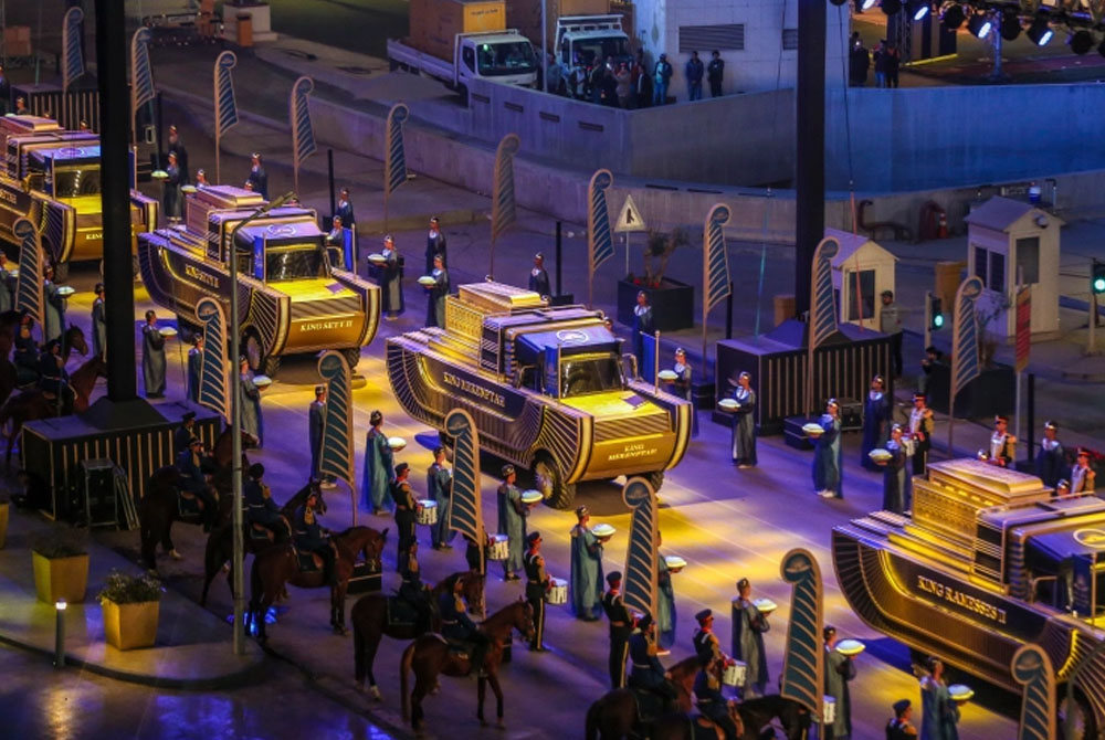 Pharaohs Golden Parade transporting mummified remains of 18 kings and four queens to their new resting place