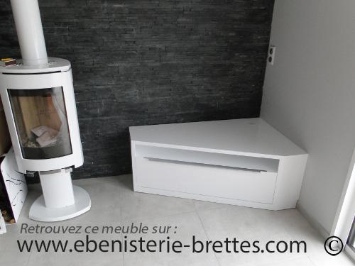 Meuble de tlvision dangle blanc brillant design avec rangements livr  Nantes en rgion Pays
