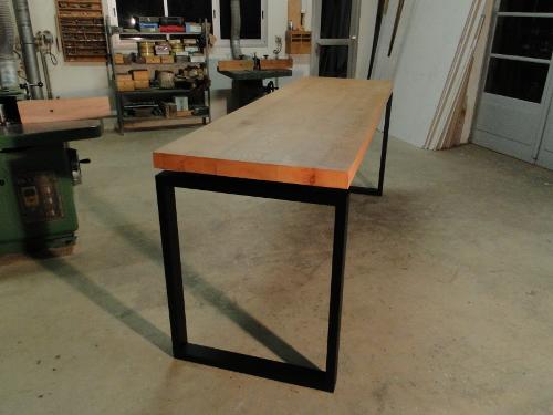 Table de repas haute en bois et metal pour LevalloisPerret dans les HautsdeSeineebenisterie