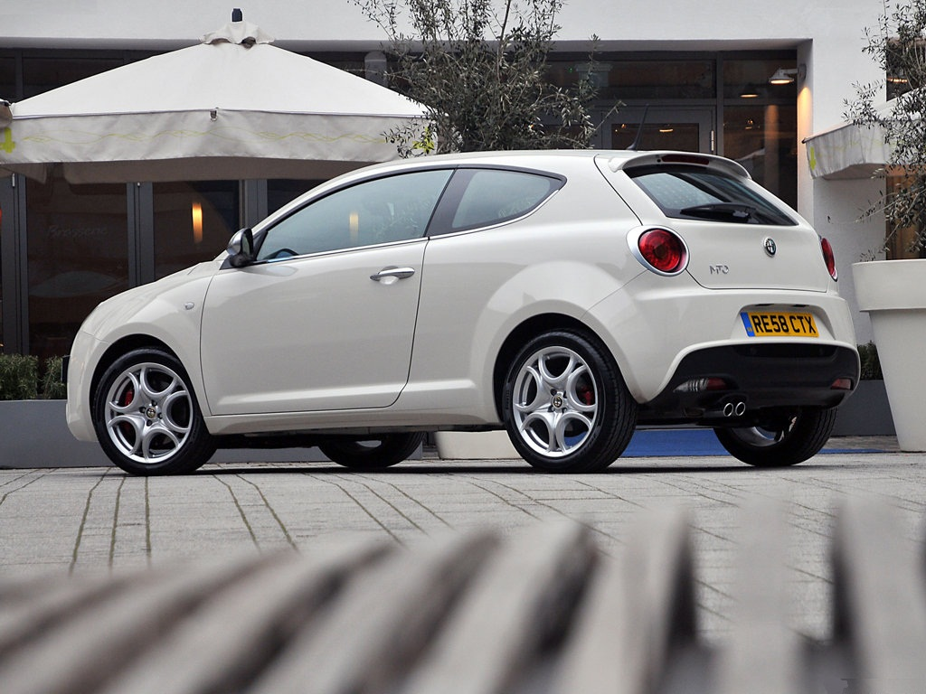 alfa romeo mito hatchback review distinctive style ebest cars. Black Bedroom Furniture Sets. Home Design Ideas