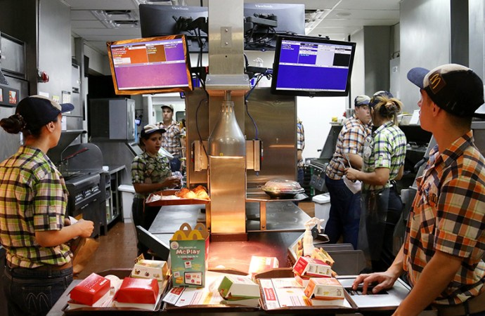 McDonald's en Uruguay eligió pantallas ViewSonic para su programa Made For You