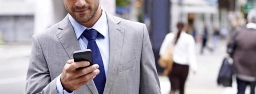 Los usuarios revisan el celular más de 150 veces al día