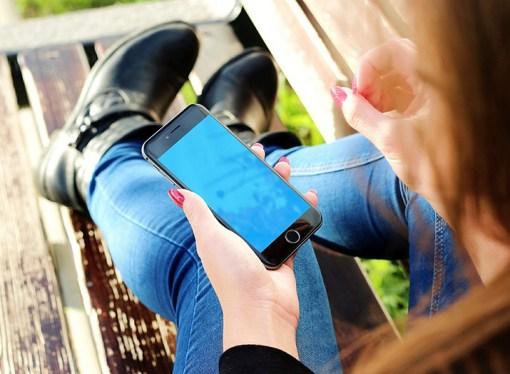 El 55% de las parejas discuten por el uso excesivo de dispositivos digitales