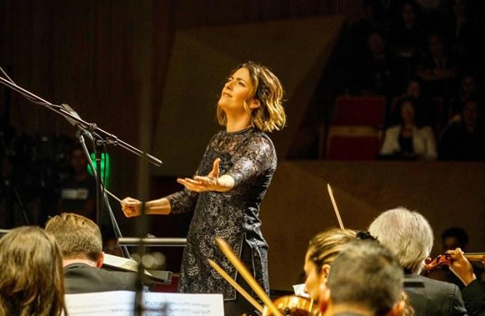 Alondra de la Parra dio vida a Unfinished Symphony de Huawei en la Ciudad de México