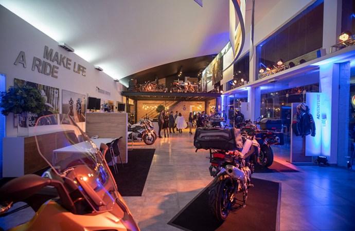 El concesionario oficial de BMW Motorrad Roshaus reabrió sus puertas