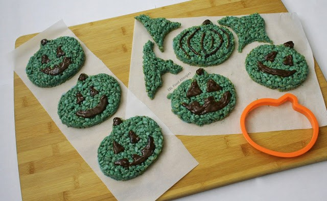 Raise food allergy awareness and make these Teal Pumpkin Crispy Treats for your kids!