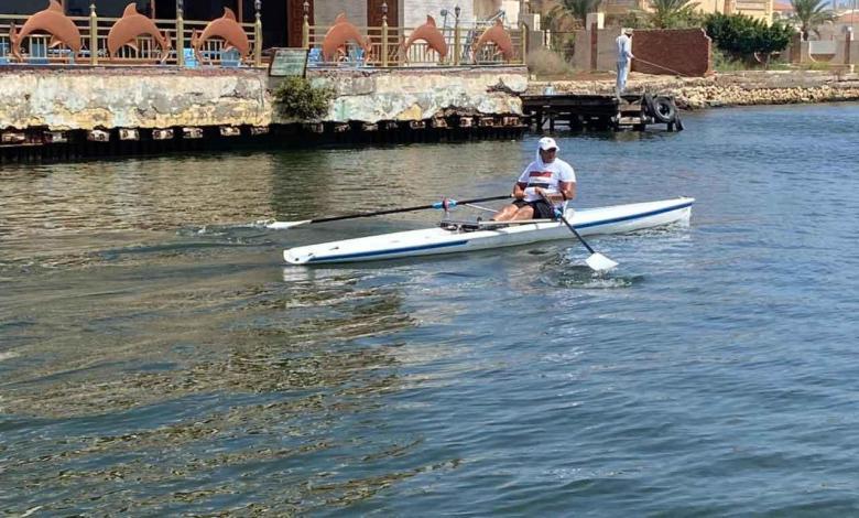 eBlue_economy_طل مصري تحتفل به Sky News يجتاز اطول رحلة تجديف بقارب صغير نهر النيل