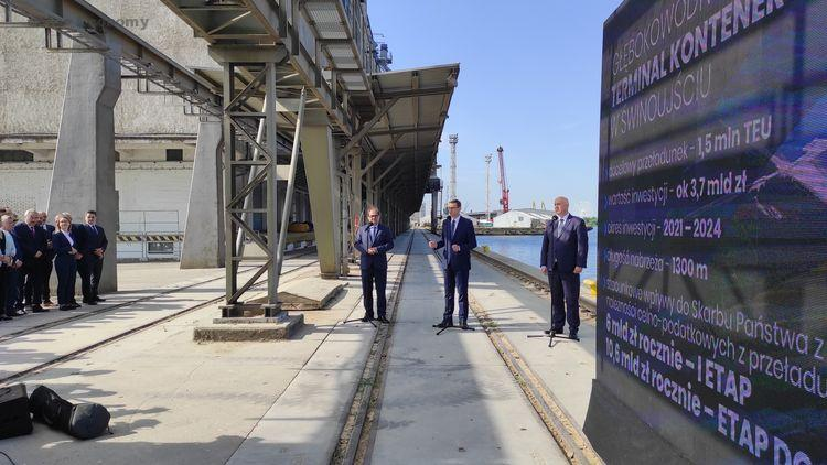 eBlue_economy_Deepwater Container Terminal secured in the port of Świnoujście by Polish Prime Minister