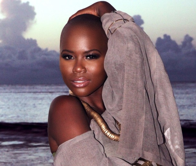 Baldheaded Bombshell V Bozeman Could Be A Poster Child For A Melaninrich Campaign Shes Strikingly Beautiful And Quite Dismissive Of Mainstream Notions