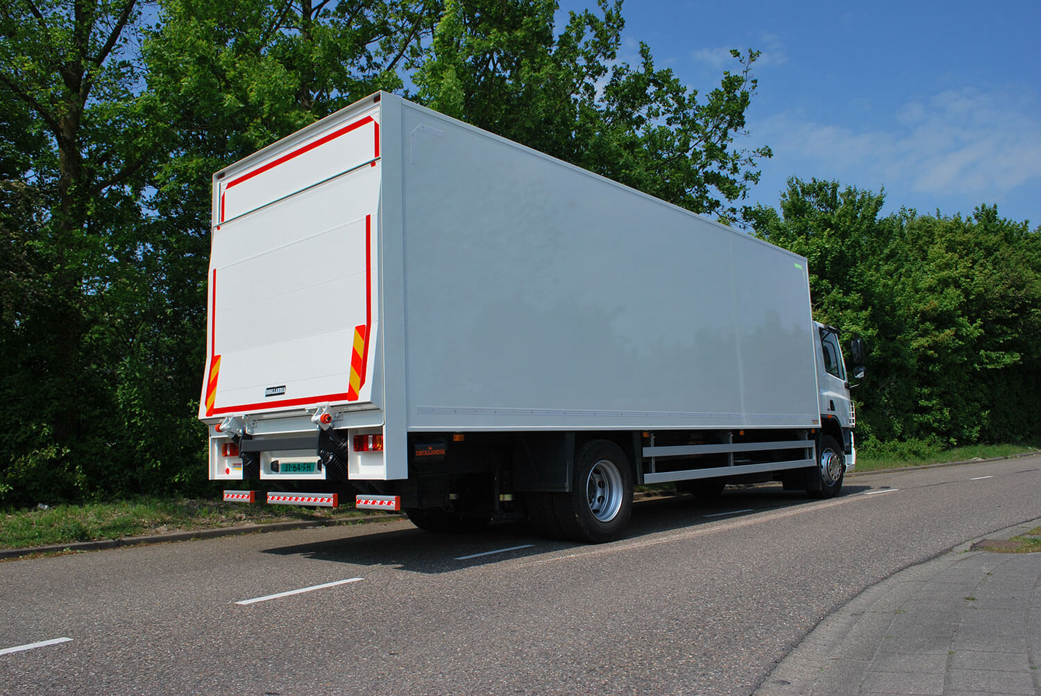 hight resolution of  closed box body truck with a dhollandia tail lift cantilever dry