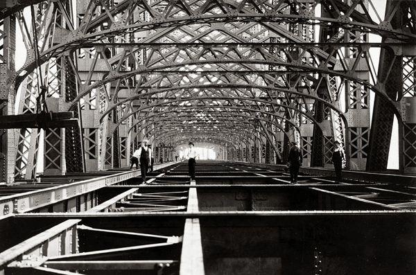 1909 - Men at Work on the Queensboro Bridge
