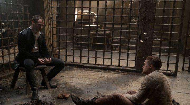 Charlie Hunnam y Jude Law en 'Rey Arturo: La leyenda de Excálibur
