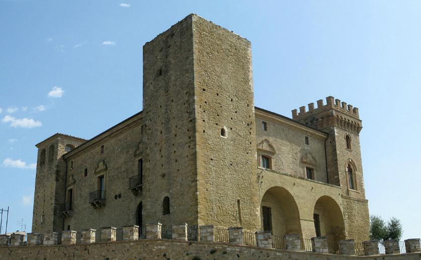 Crecchio e il suo Castello Ducale De Riseis-D'Aragona