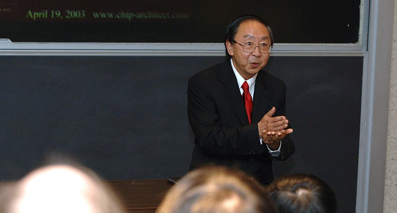 Prof. Guang Gao presents a lecture in Kirkbride Hall in 2005.
