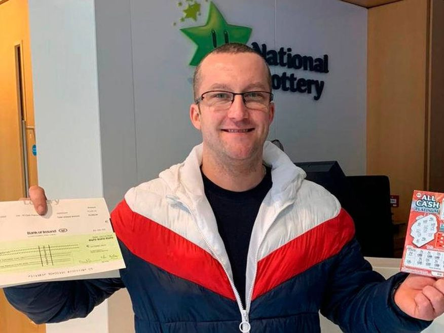 Photo: Tomasz Bogdanski, collecting his check for 75,000 euros (National Lottery)