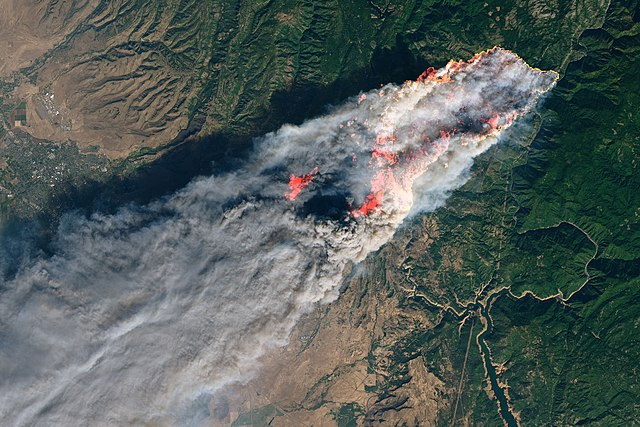 By NASA (Joshua Stevens) - NASA Landsat 8 Operational Land Imager https://eoimages.gsfc.nasa.gov/images/imagerecords/144000/144225/campfire_oli_2018312_crop_lrg.jpg ; https://landsat.visibleearth.nasa.gov//view.php?id=144225, Public Domain, https://commons.wikimedia.org/w/index.php?curid=74269291