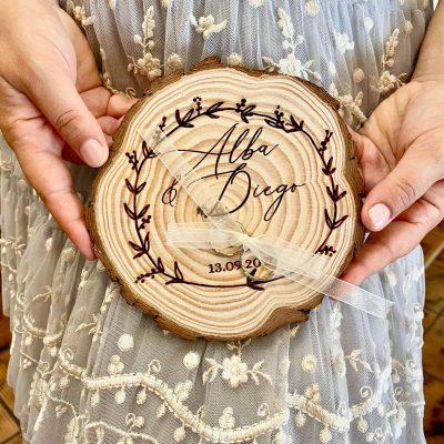 portafedi in legno personalizzabile
