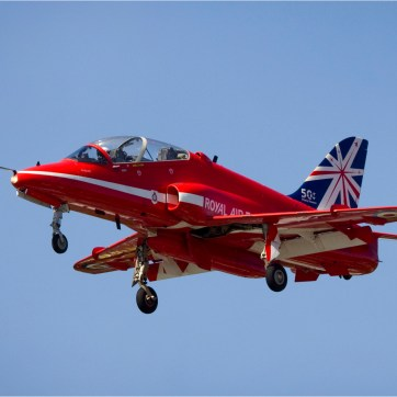 Red arrows, Training jet, Jet trainer, Air show, Air display, Farnborough air show, Air craft photography, Red Arrow Landing