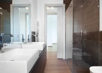 Eclisse Pocket Doors for Bathrooms : A small bathroom or ...