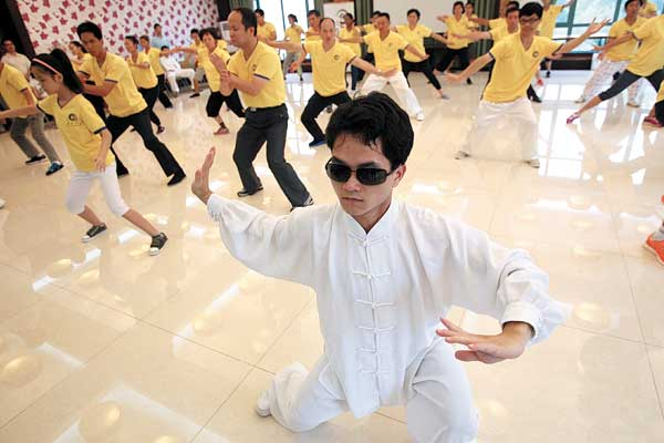 Li Langshu (above) and Zheng Yuankang (below) teach at the China Swordmen's Society in Beijing, a civil tai chi organization that gives free lessons to people who are interested in learning tai chi over weekends. Photos by Zhang Wei / China Daily