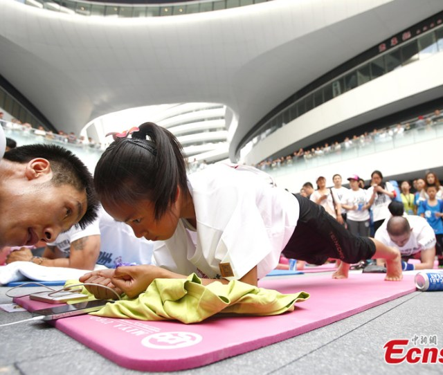 Plank Amateurs Create New Guinness World Record In Beijing