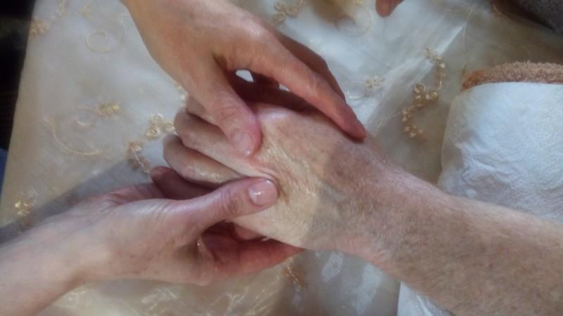 La socio-esthétique, des soins adaptés à chacun·e