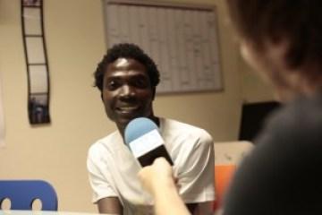 Hassan en la entrevista para SOS Radio