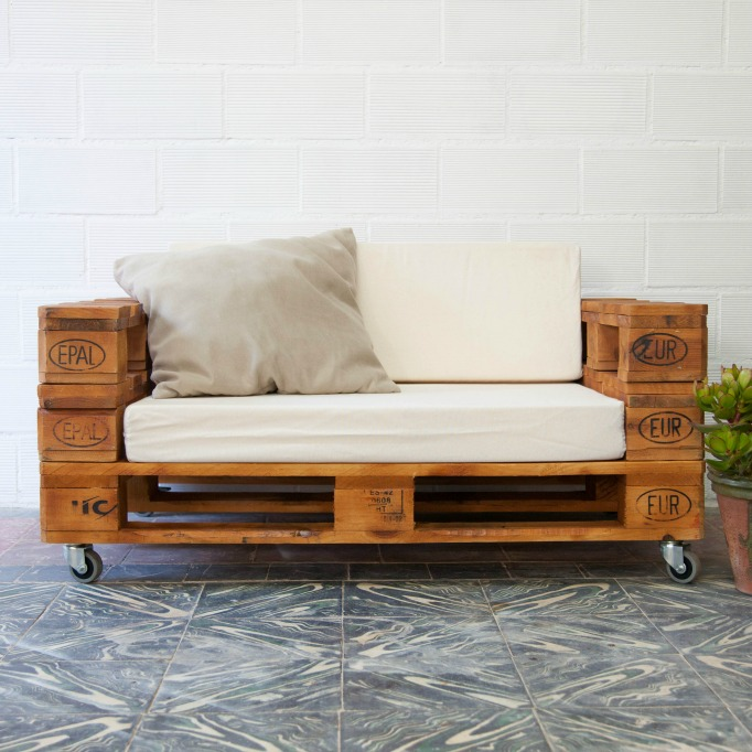 y sofa white leather set sale almanzor pallet ecodeco mobiliario pufs sofas con palets