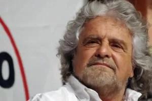 Beppe Grillo camicia bianca