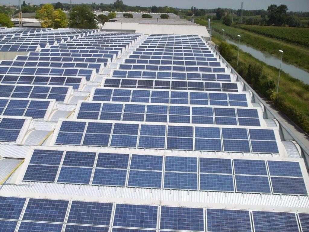 Plafoniere A Tetto : Cerchiamo tetti in affitto* per installare impianti fotovoltaici