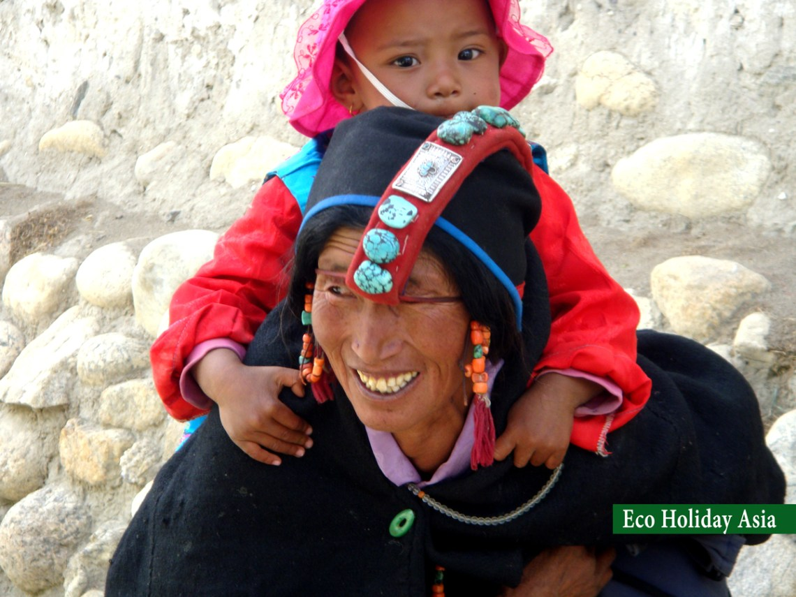 Local Women on Tibetan Traditional Dress