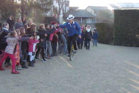 Permalink to:Photos Jonglerie, clownerie, chant & danse à Ecole Privée de Oytier