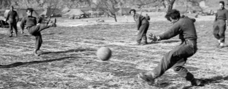 partita di calcio ai tempi di guerra