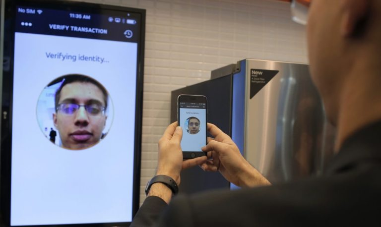 User experimenting MasterCard's Identity Check Mobile selfie pay