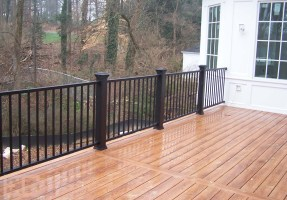 Deck with Metal Railings – Economy Craftsmen Services