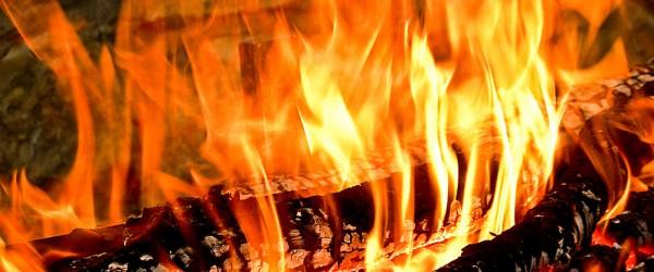 Un fuoco vivo consigli della nonna per accendere un bel fuoco pulire il caminetto e utilizzare
