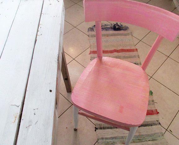 In questo articolo potete trovare un'idea originale per decorare le vecchie sedie di casa, magari vi sembrano anonime e volete rivisitarle. Come Rinnovare Una Sedia In Legno Il Tutorial Con Il Riciclo Creativo Ecoo It