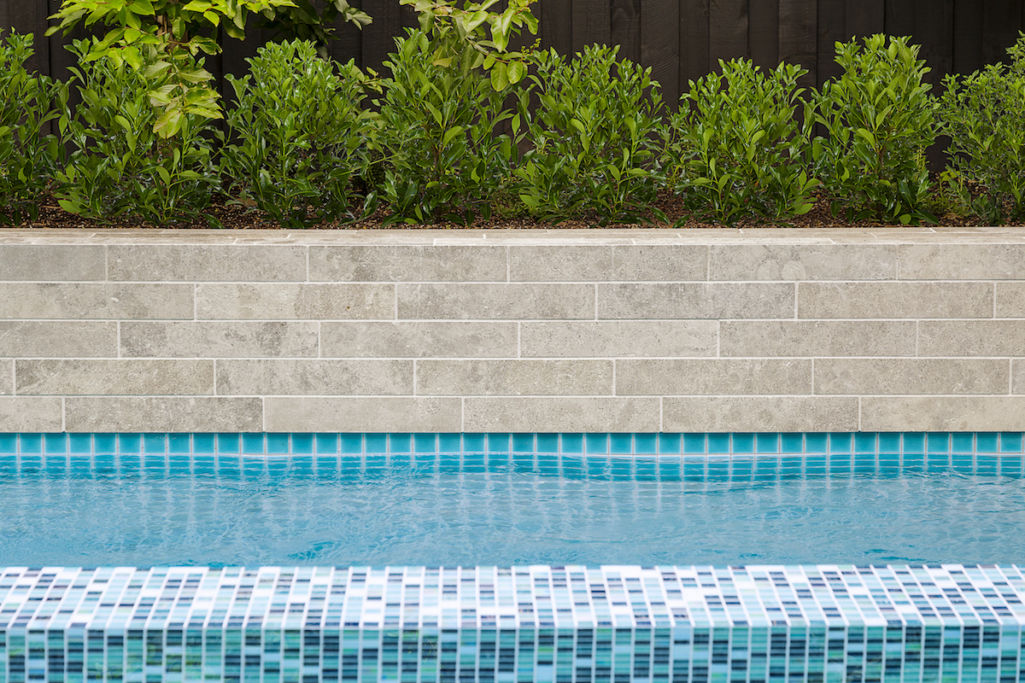https www ecooutdoorusa com learning library tips cleaning waterline pool tiles