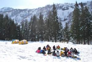 4日間を過ごしたキャンプ地。雪の上を整えて、好きな場所にそれぞれのテントを張りました。