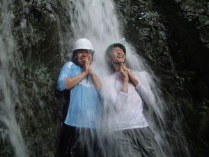沢登りでは、みんなが一緒になって水とたわむれました。