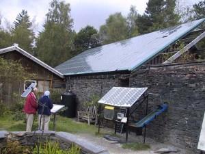 センターでは、太陽光、水力、そして風力による自家発電ですべてのエネルギーをまかなっています。