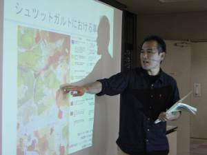気候を反映した地図「クリマアトラス」について解説する岡田信行講師