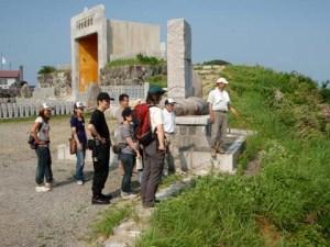 栃窪の護国観音の周辺にて、水源や田んぼを見渡しながら、水源などの話を聞いた。