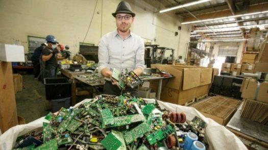 Microsoft, Tesla, obsolescencia, electrónicos, computadoras, cárcel