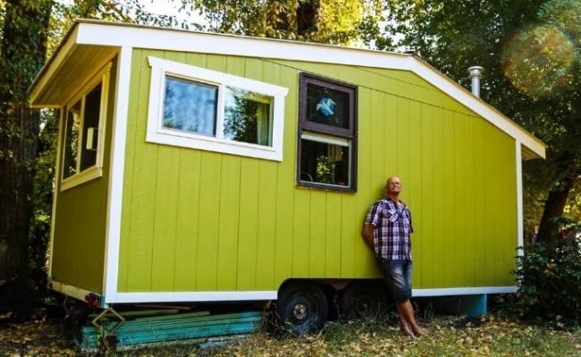 70 Year Old Builds Innovative Off Grid Tiny House For Debt