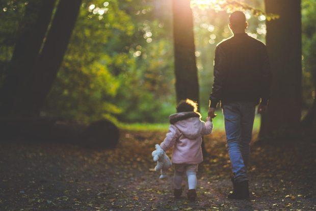 Paseo por la naturaleza con tu hijo