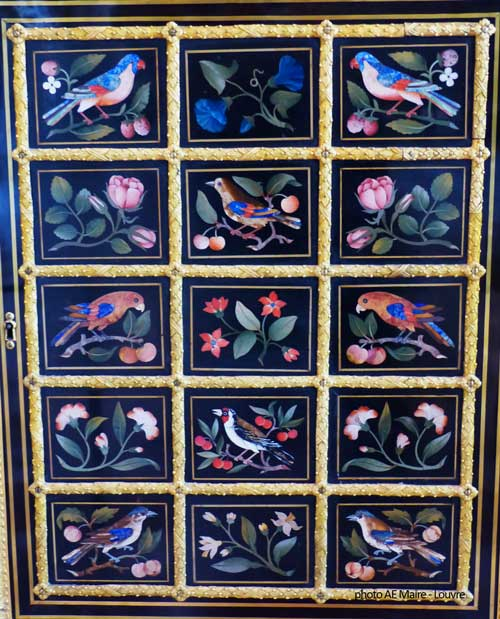 meuble marqueterie pierres dures 18e Louvre